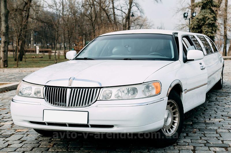 Прокат лимузина Lincoln Town Car Disco-Plaza