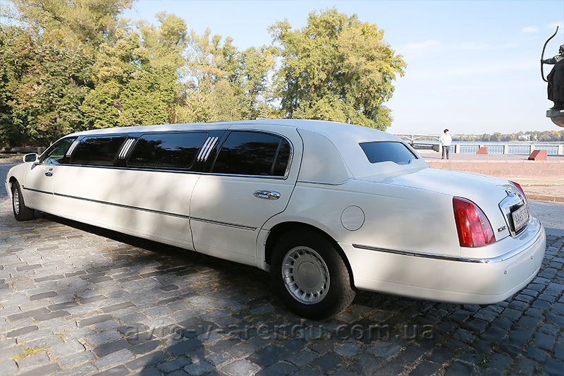 Прокат лимузина Lincoln Town Car ELIT в Киеве